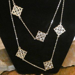 Charming Charlie Medallion Necklace w/Bling